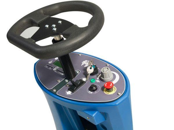 maszyna czyszcząca z fotelem numatic cro 8055